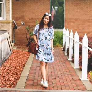 Dresses & Skirts - Pretty light blue floral dress